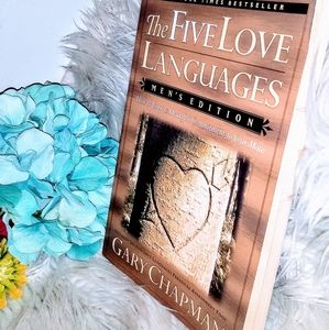 💗 Like NEW! The Five Languages of Love Book💗
